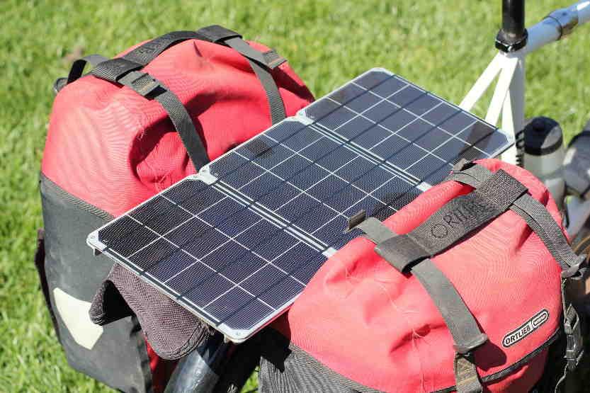 Pannello Solare Portatile Con Batteria : Caricabatterie solare