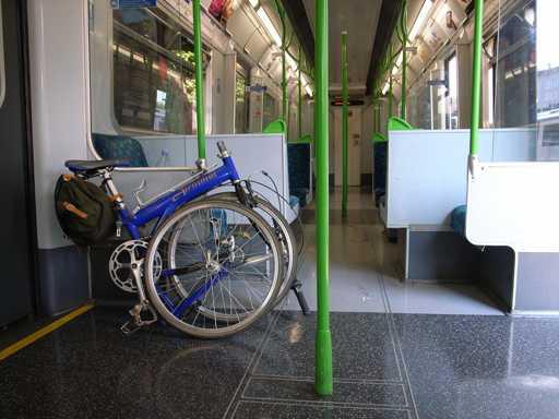 bici pieghevole su mezzo pubblico bus